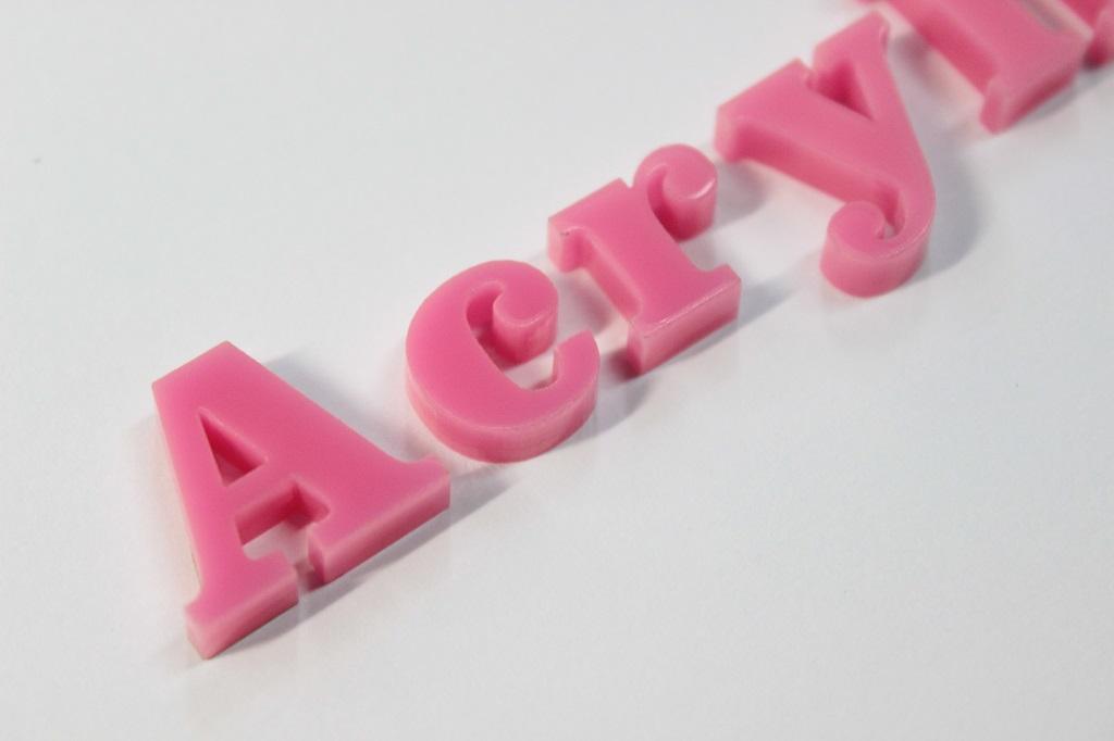 アクリルピンク色